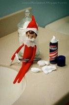 elf-on-the-shelf-Grooming_like_a_boss